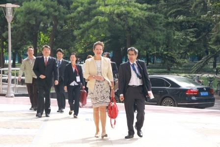 01_arrival-of-lidewijde-ongering-secretary-general-vice-minister-of-the-dutch-ministry-of-infrastructure-and-environment-with-peter-ho-principal-investigator-of-the-recoland-project